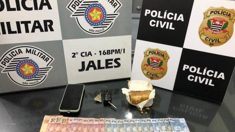 Motorista de transporte por aplicativo é presa transportando crack em Jales